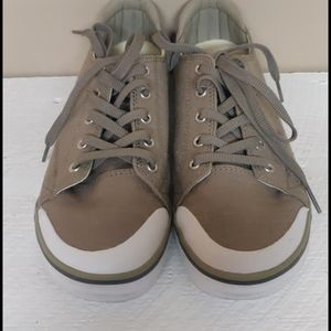 KEEN canvas tennis shoes